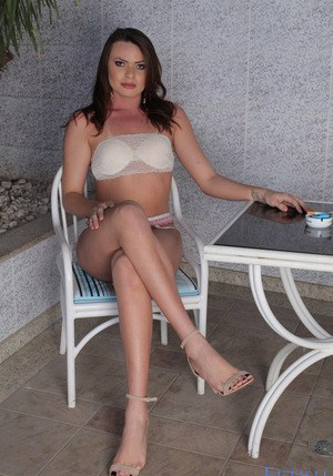 nicole sweet busty fever mikesapartment
